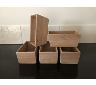 Bakjes van hout als verpakking